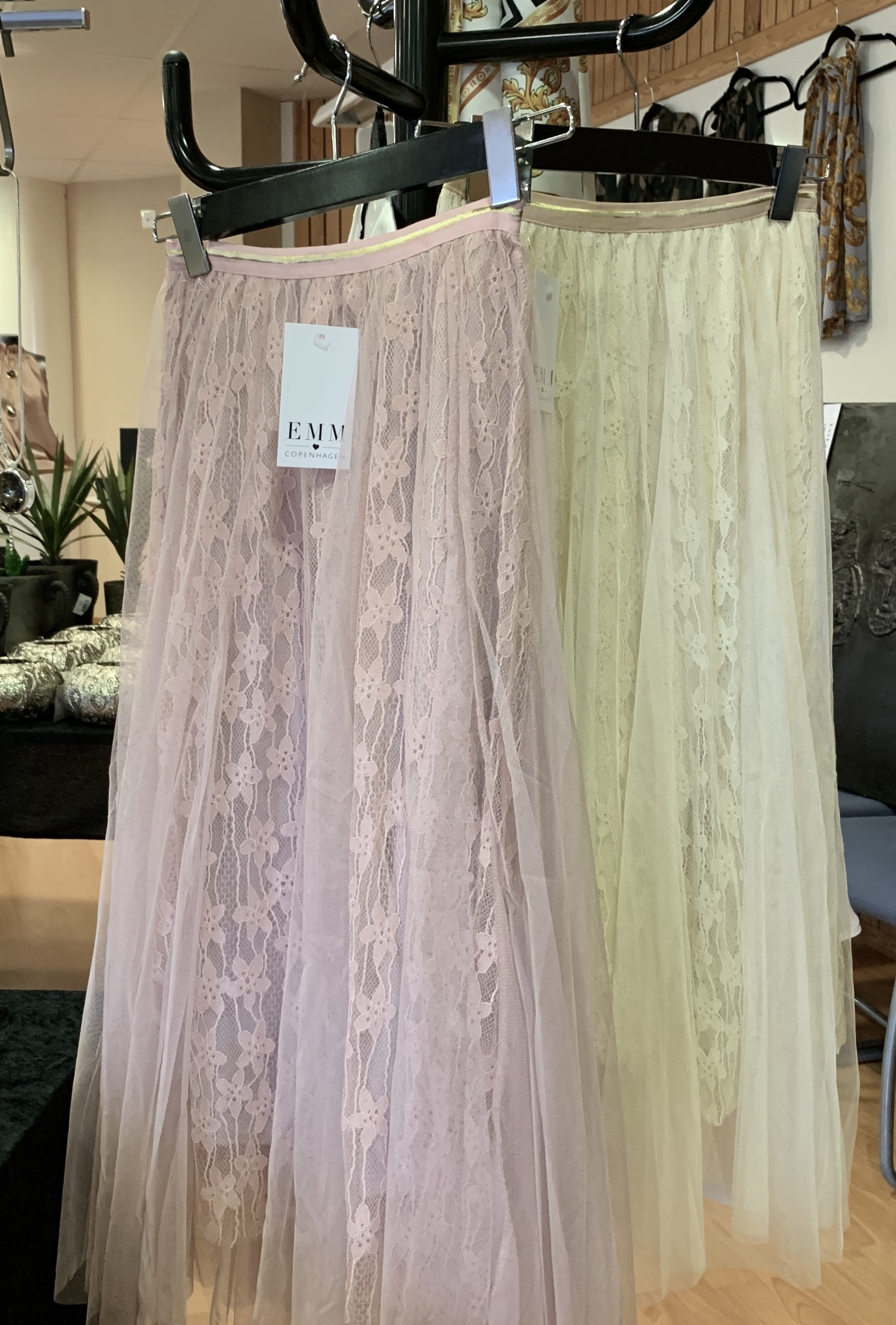 A STAR TYLL SKIRT PINK