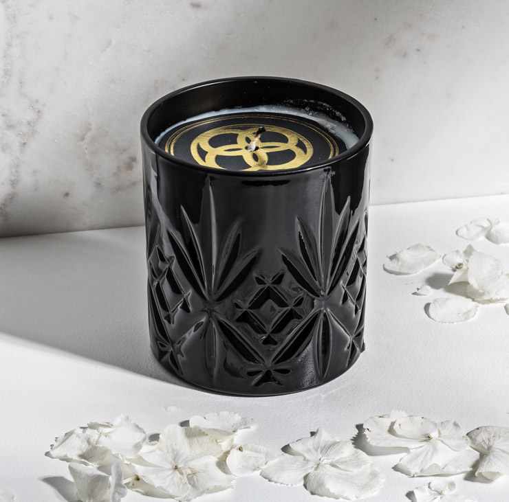 Daily Elegance Black scent Bokeo candle IMAGE BY ME.jpg 1