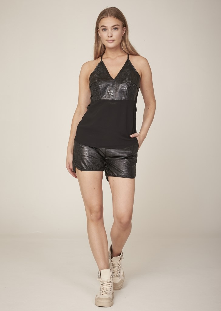 NÜ DANMARK HILDE FAUX LEATHER SHORTS IMAGE BY ME