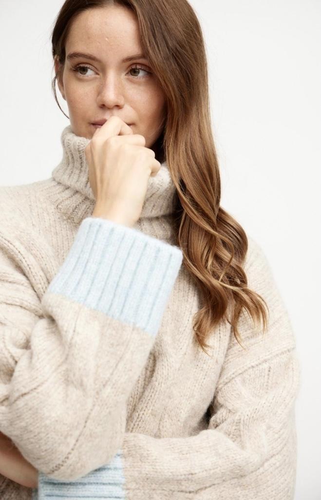 A-VIEW Viol knit BLUE IMAGE BY ME