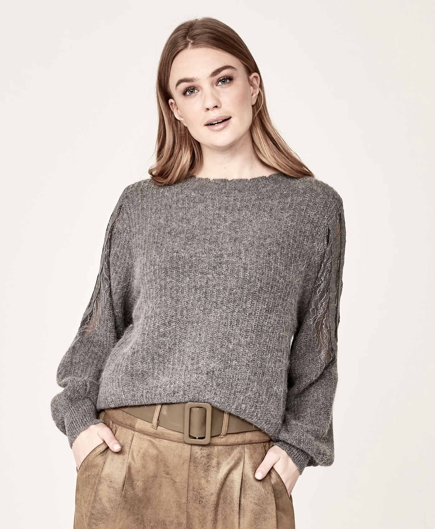 NÜ DENMARK IGA KNIT BLOUSE STATUE IMAGE BY ME