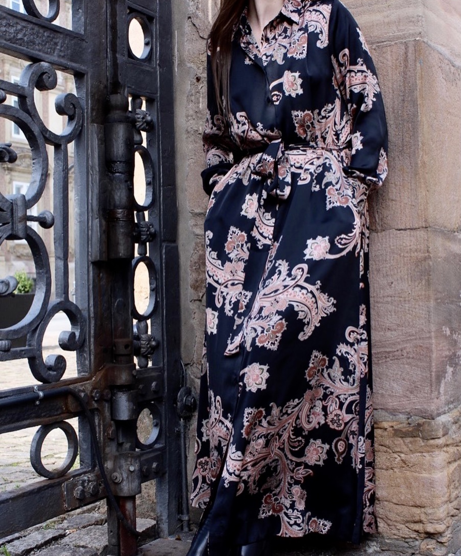 KARMAMIA Carla Dress – Pearson Paisley Blush IMAGE BY ME