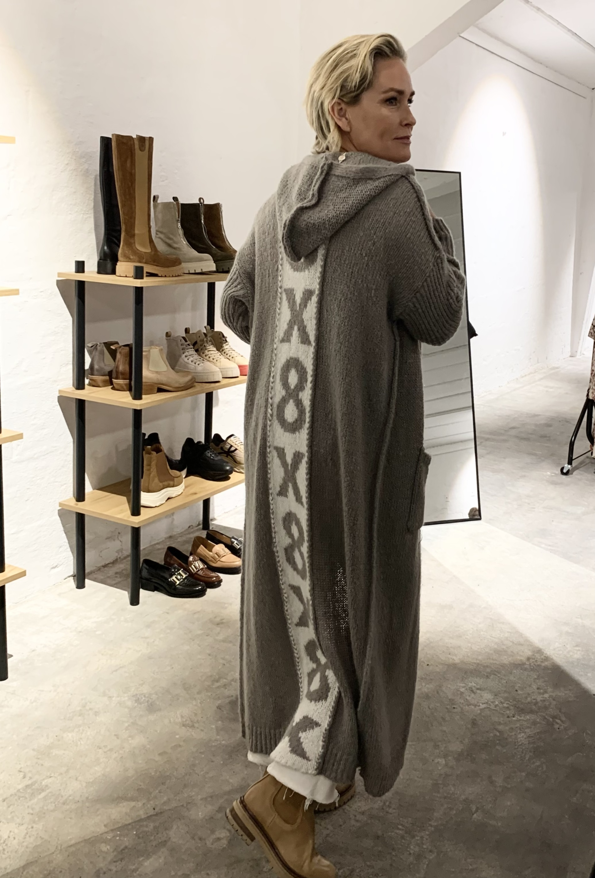 COSTA MANI Xoxo cardigan grå IMAGE BY ME