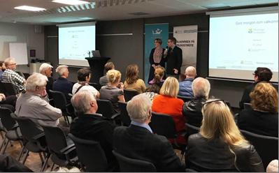 Förbundschef Ritva Widgren introducerar Johan Kreicberg, Swedbank.