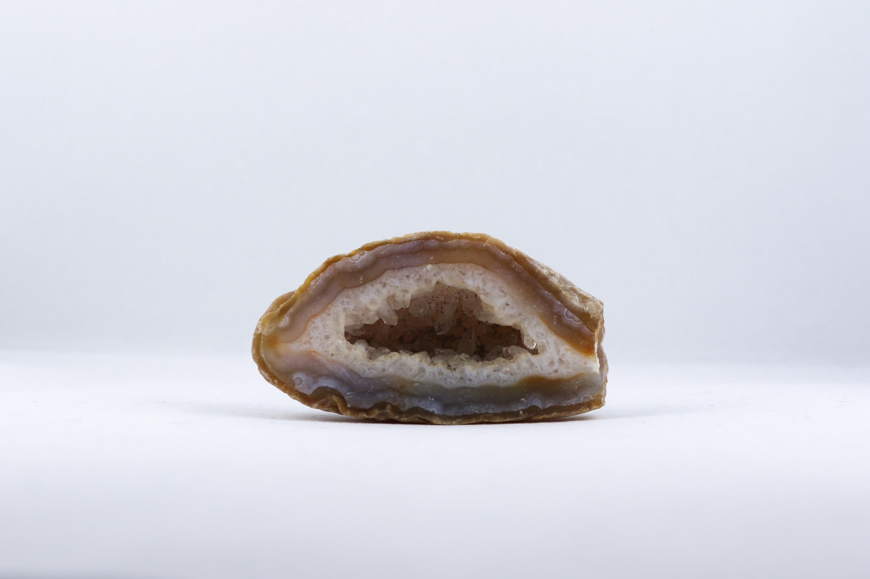 Agatgrottor trumlade spets stav kristaller slipade stenar healing stenar chakra stenar Wellness Ayurveda Halmstadmassören Halmstad Sverige Sweden svensk