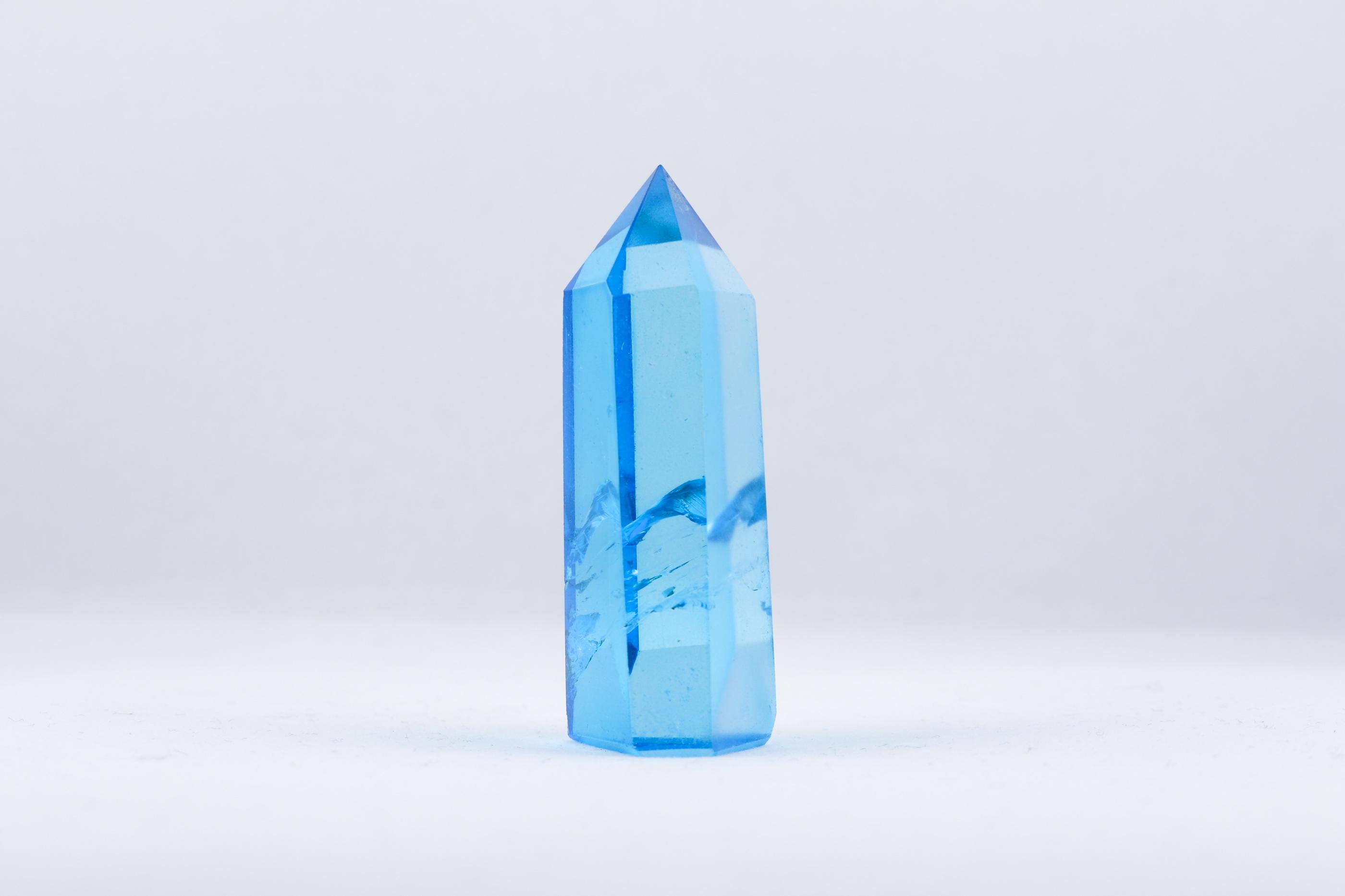 Aqua Aura stav spets trumlade spets stav kristaller slipade stenar healing stenar chakra stenar Wellness Ayurveda Halmstadmassören Halmstad Sverige Sweden svensk