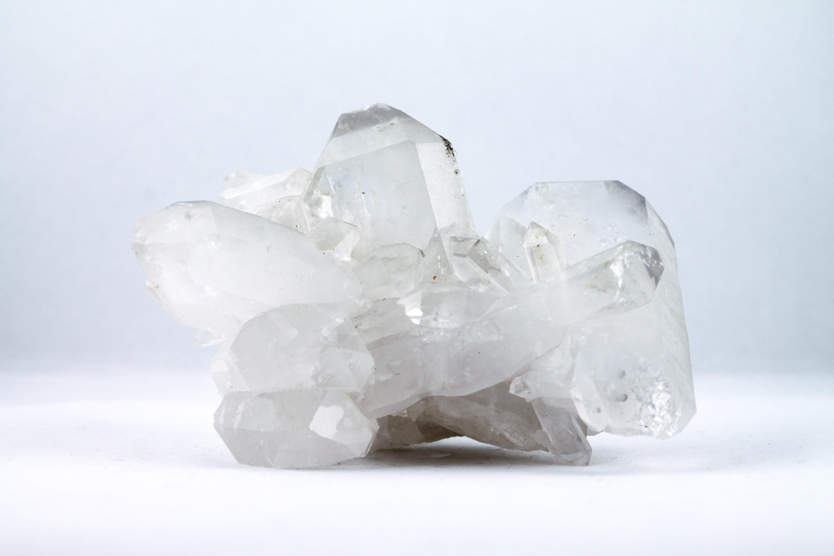 Bergkristall kluster trumlade spets stav kristaller slipade stenar healing stenar chakra stenar Wellness Ayurveda Halmstadmassören Halmstad Sverige Sweden svensk