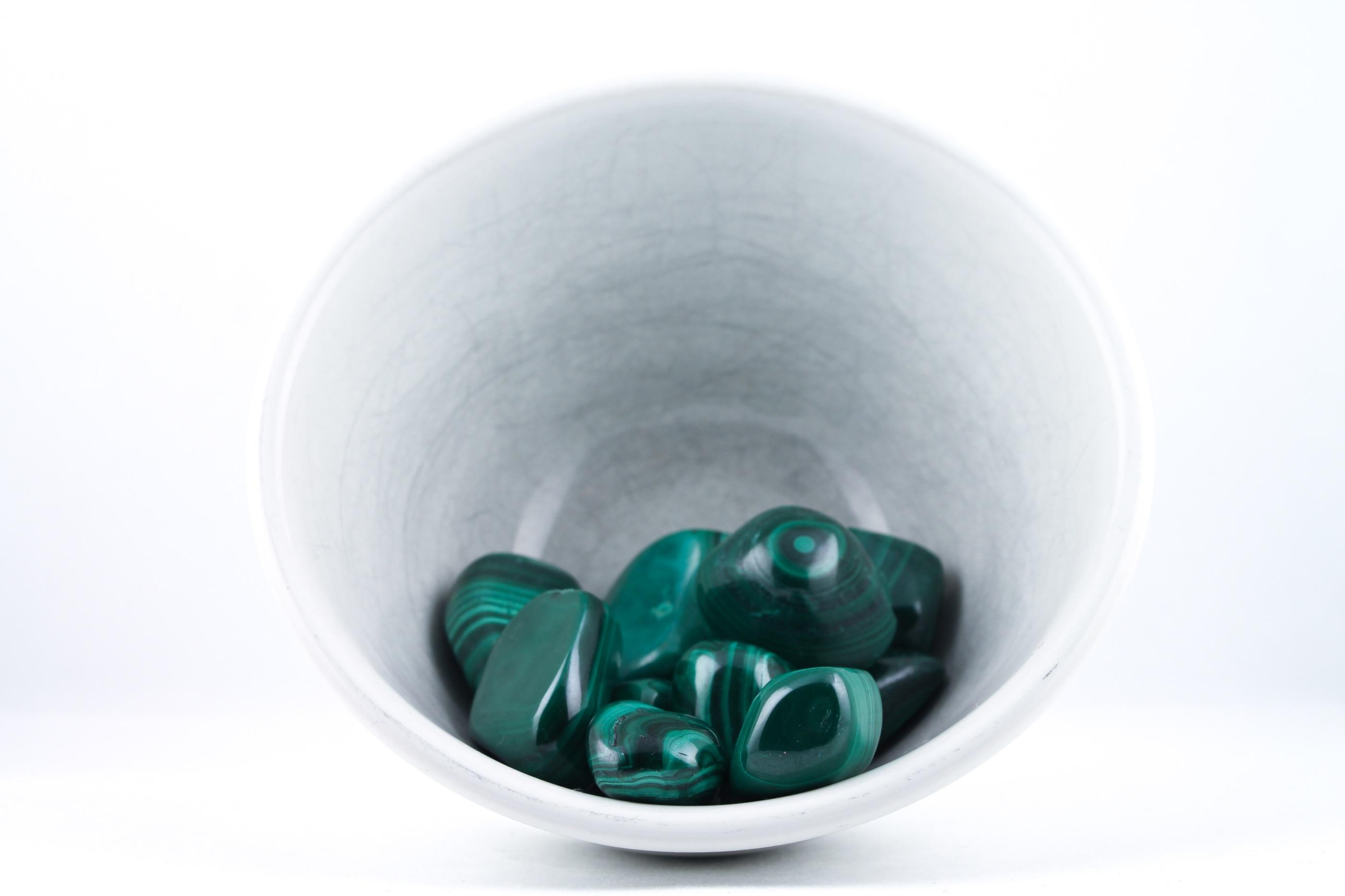 Malakit kristaller ädelstenar trumlade spets stav kristaller slipade stenar healing stenar chakra stenar Wellness Ayurveda Halmstadmassören Halmstad Sverige Sweden svensk