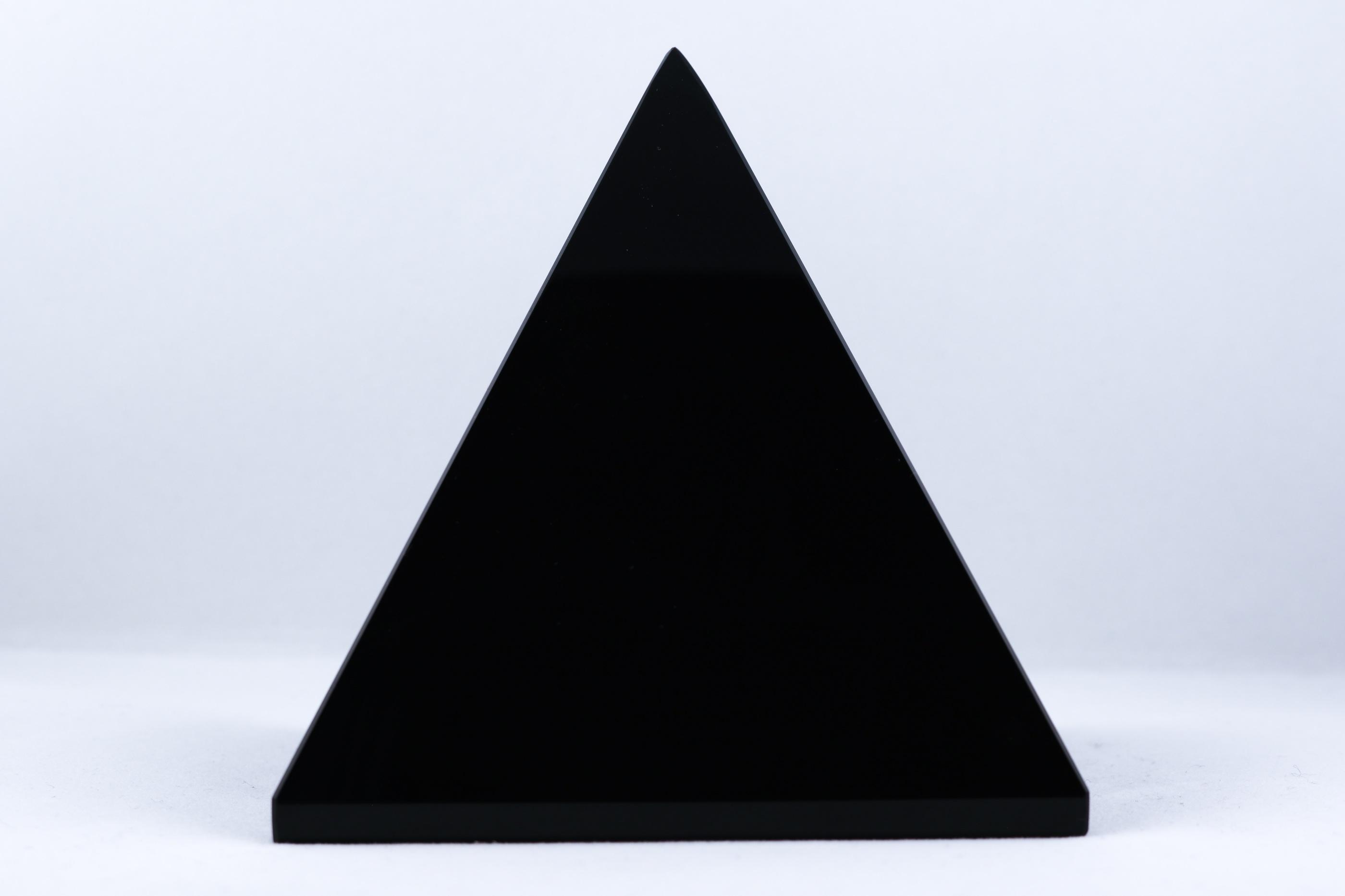 Obsidian pyramid trumlade spets stav kristaller slipade stenar healing stenar chakra stenar Wellness Ayurveda Halmstadmassören Halmstad Sverige Sweden svensk