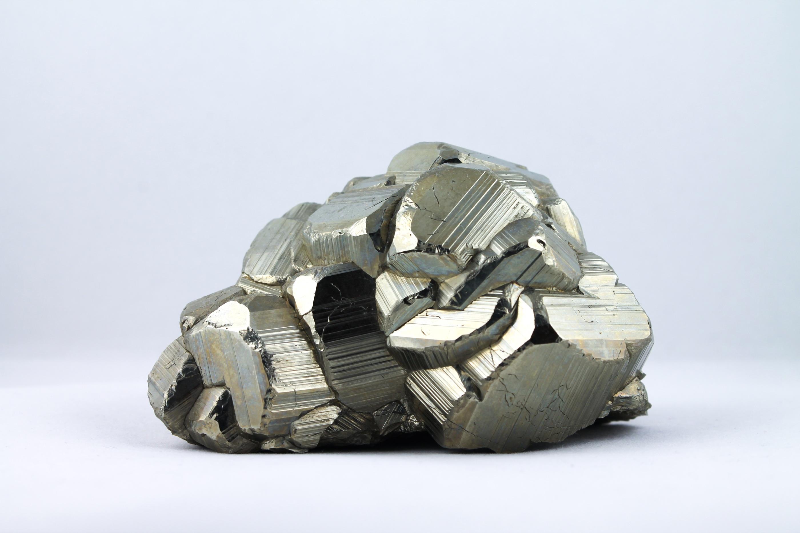 Pyrit kattguld kluster trumlade spets stav kristaller slipade stenar healing stenar chakra stenar Wellness Ayurveda Halmstadmassören Halmstad Sverige Sweden svensk