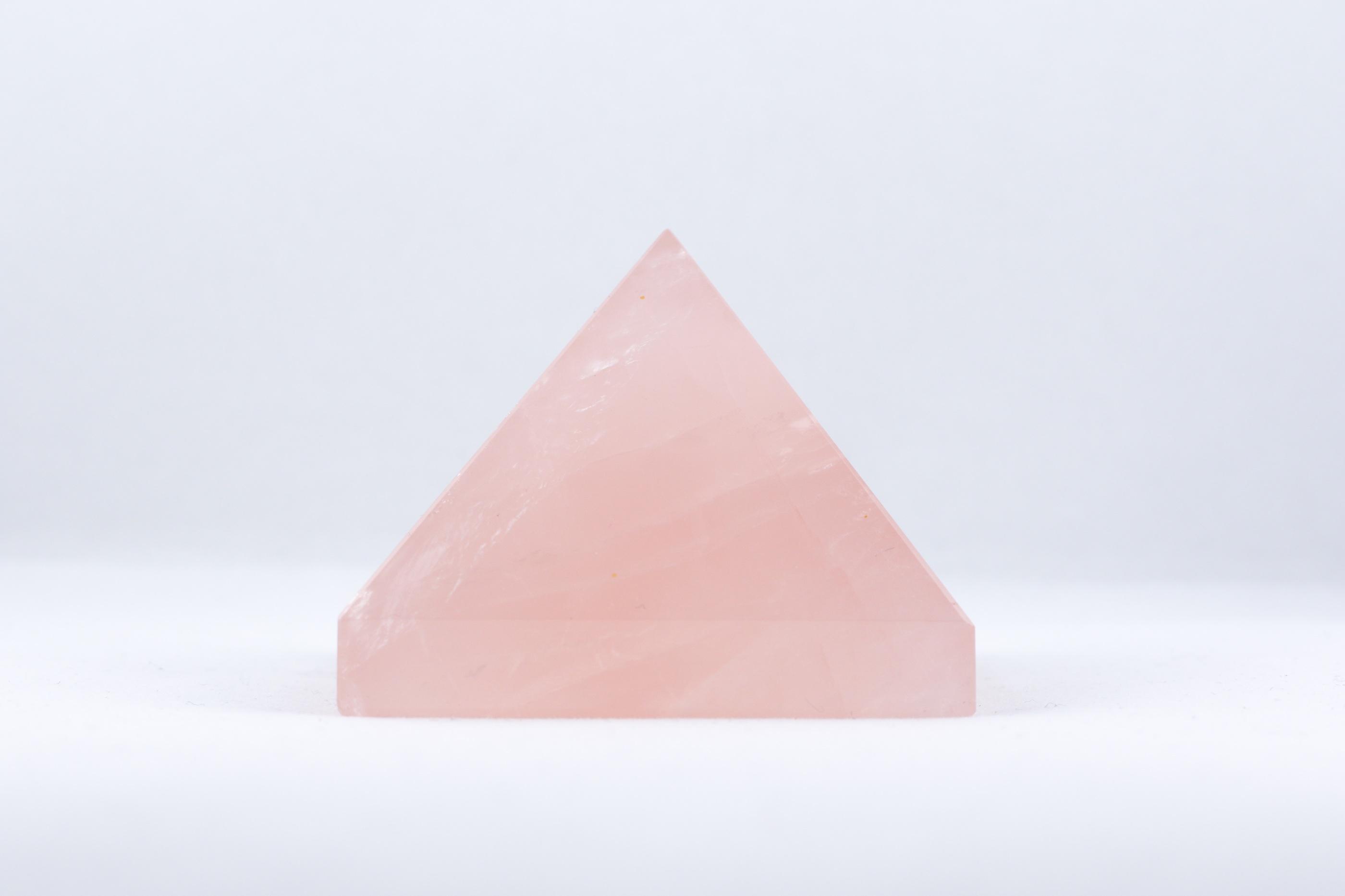 Rosenkvarts pyramid trumlade spets stav kristaller slipade stenar healing stenar chakra stenar Wellness Ayurveda Halmstadmassören Halmstad Sverige Sweden svensk