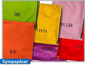 Busbyxans svensksydda gympapåse finns i sex olika färger och  levereras med namn om du så vill.