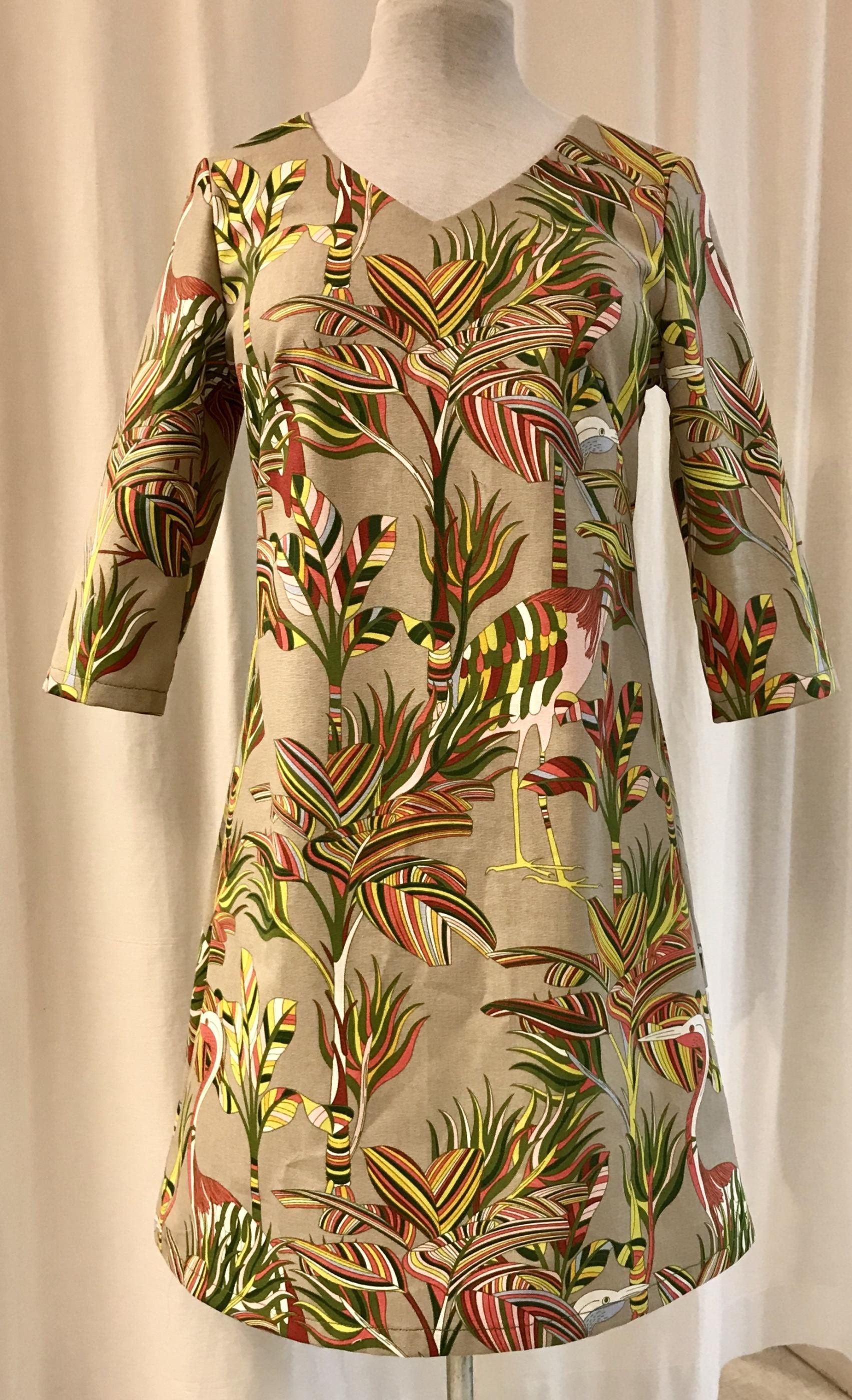 klänning solbritt SaraLaholm unik design djungel blad flamingo