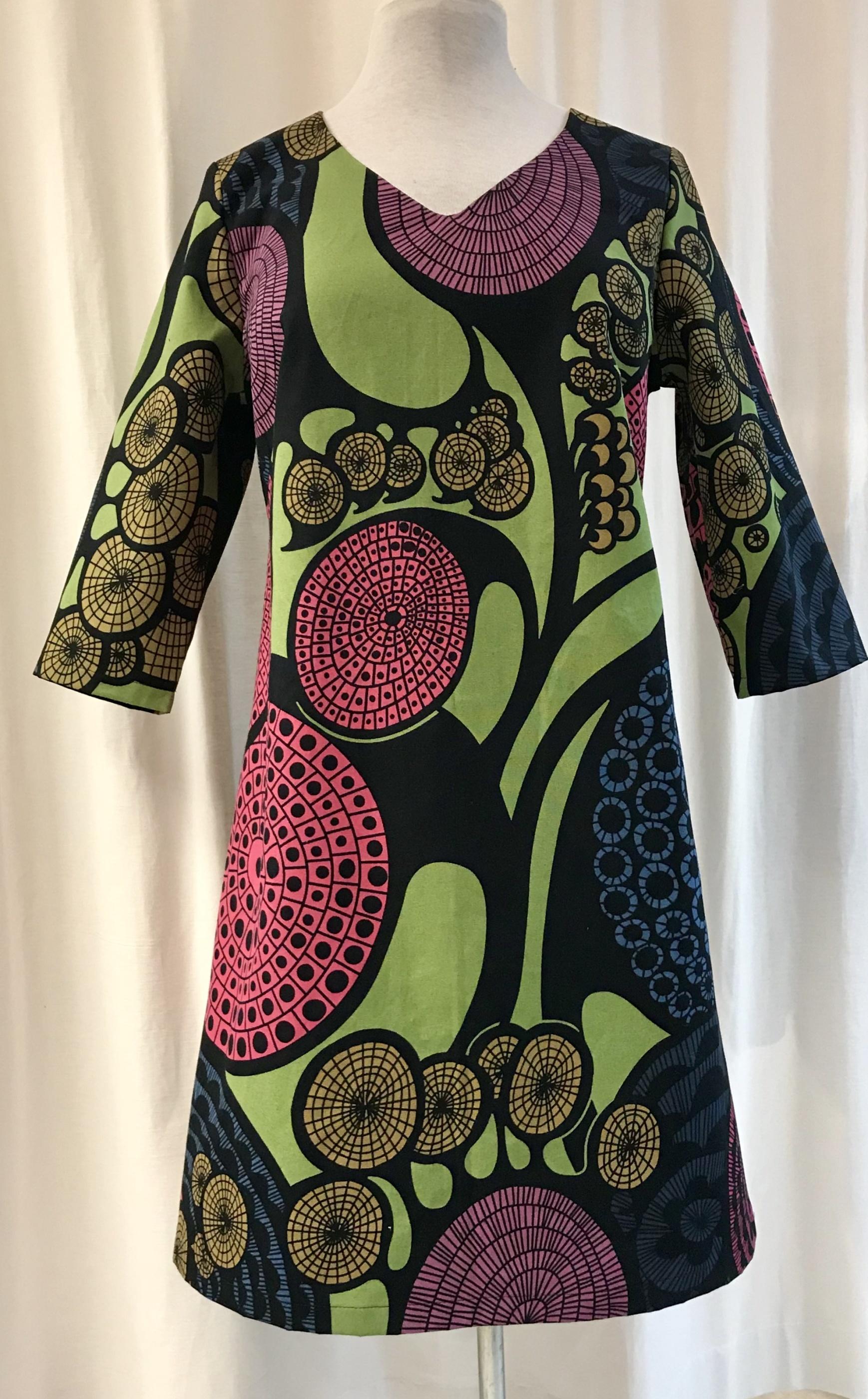 Klänning solbritt SaraLaholm retro grön unik design färgglad