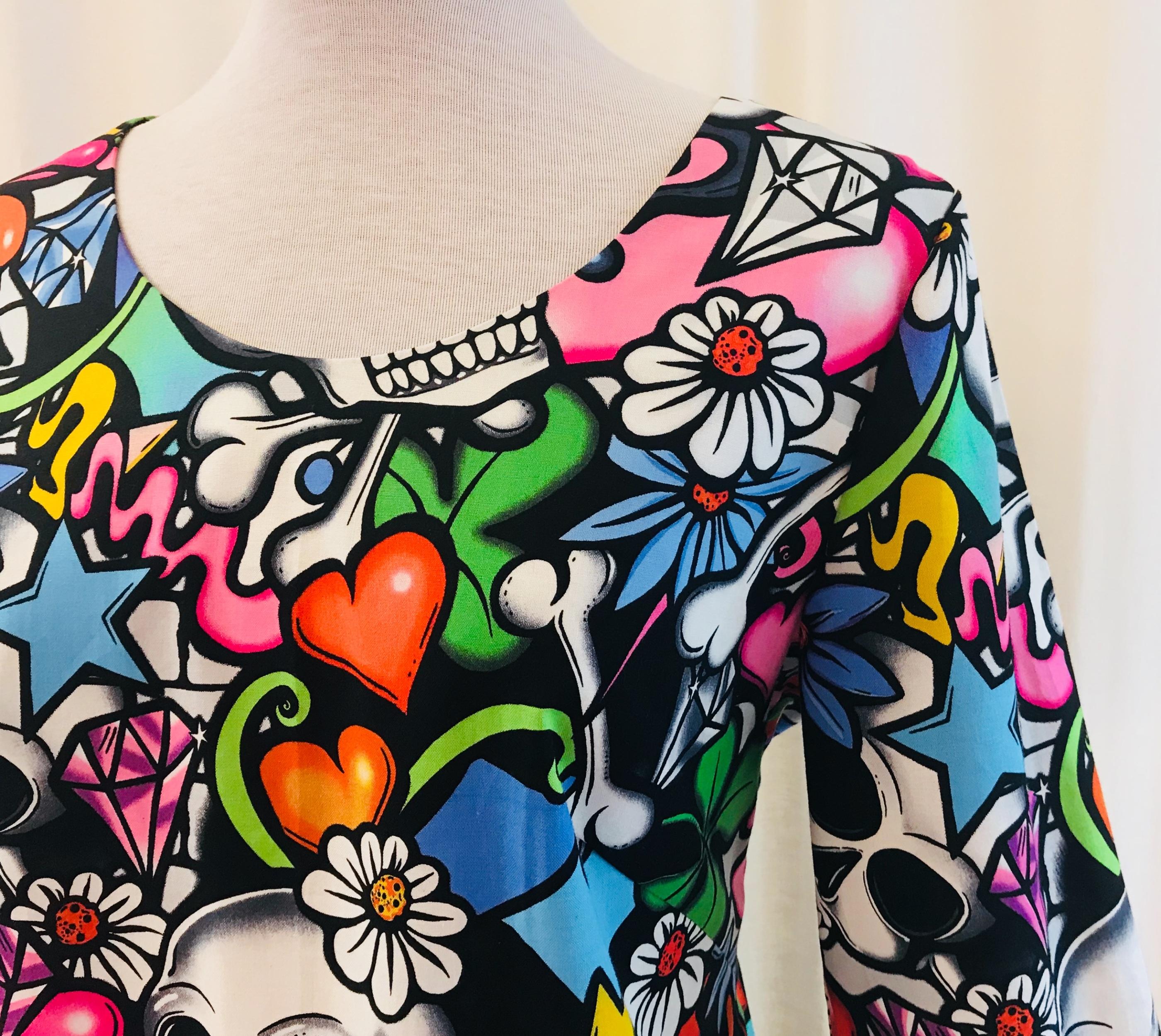 SaraLaholm klänning Solbritt bomull grafitti Döskalle unik design