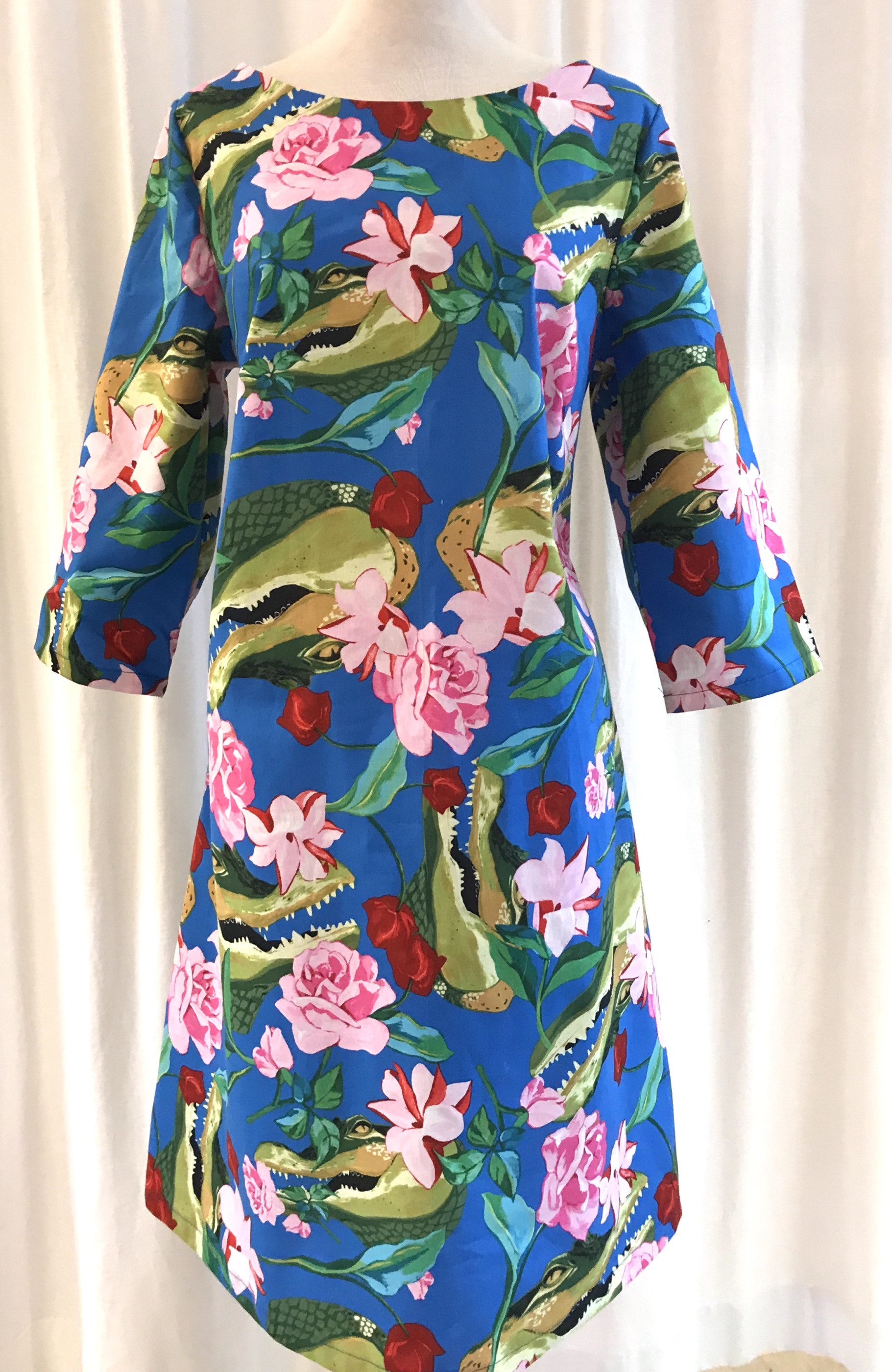 Solbritt klänning bomull tropisk krokodil unik design SaraLaholm