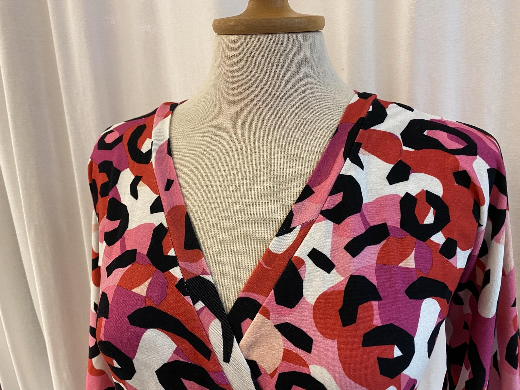 SaraLaholm klänning trikå viskosjersey Viola rosa kamouflage omlottklänning unik design