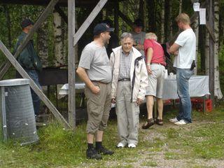 Far och son Nilsson vid kolbulleståndet
