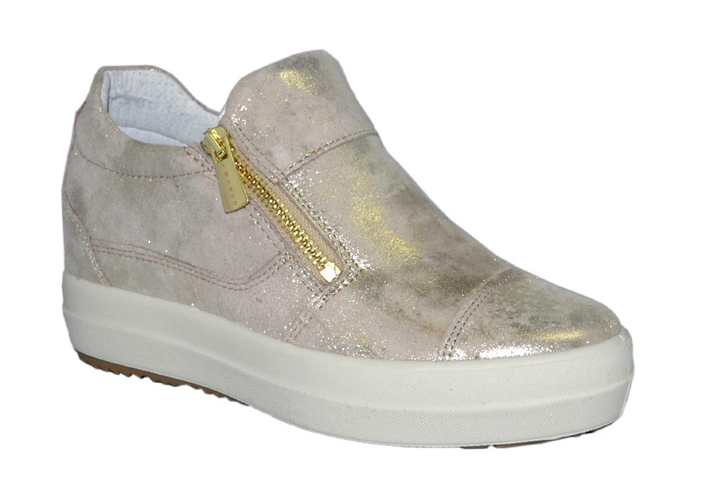 sneakers inbyggd kilklack