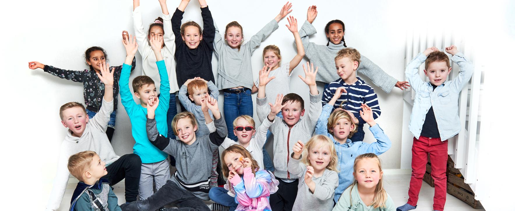 Bild på glada barn