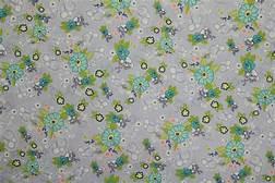 FYND! Bomullstyg grått - gröna blommor (Tuppence)