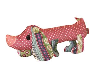 Hunden Dottie i rosa