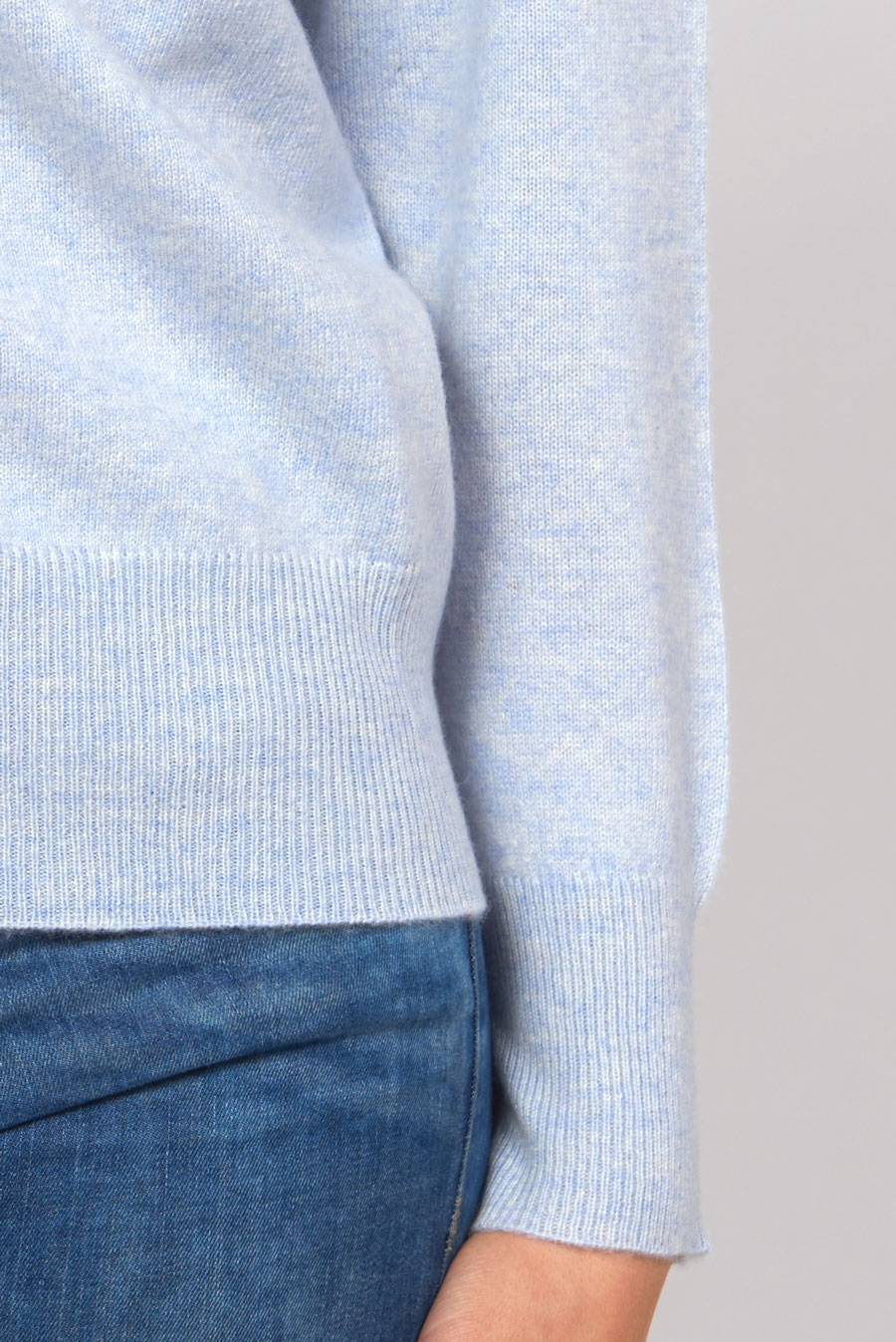 BoatneckSweater_LightBlue_Detail