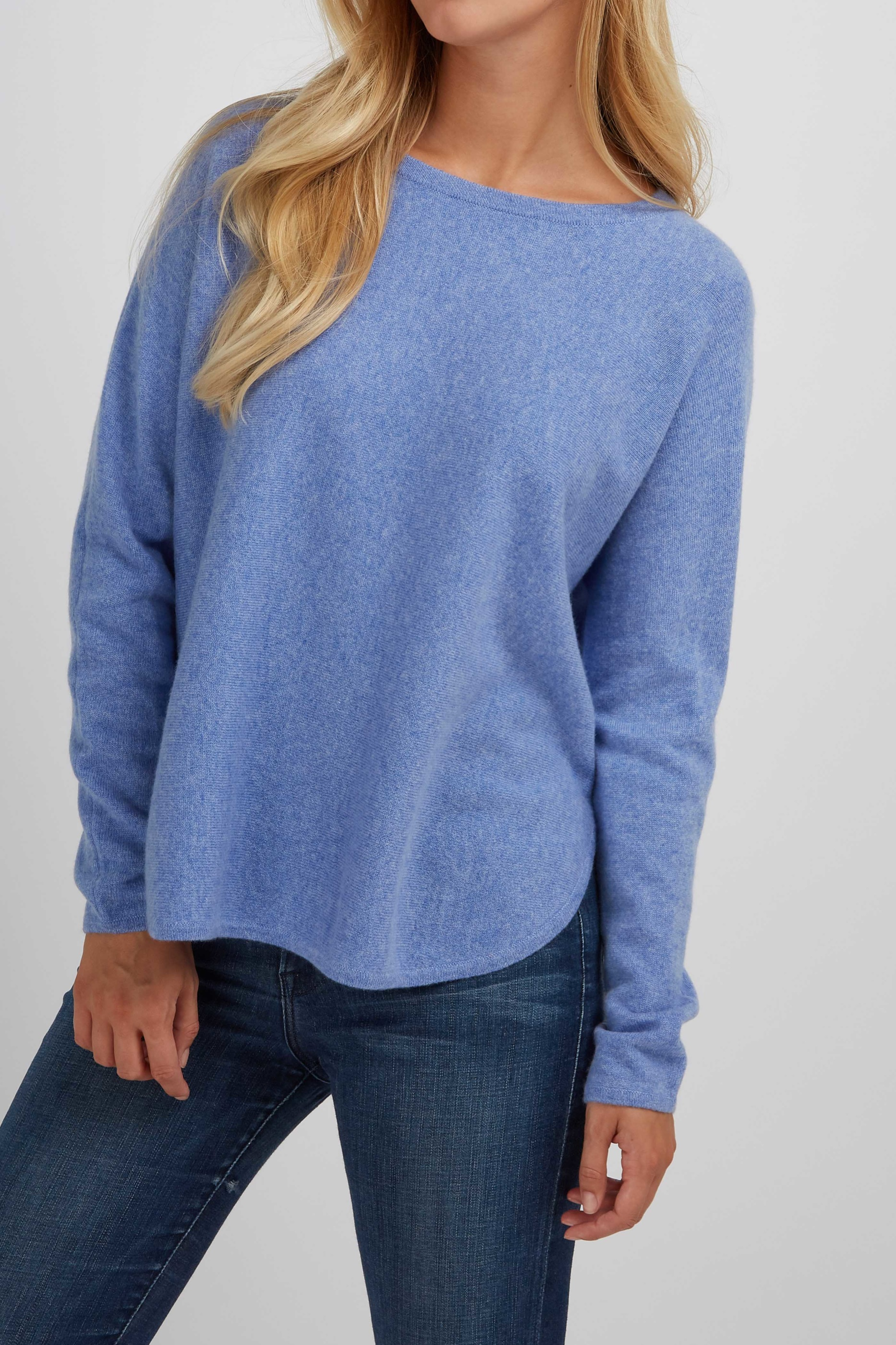 CurvedSweater_SkyBlue_4