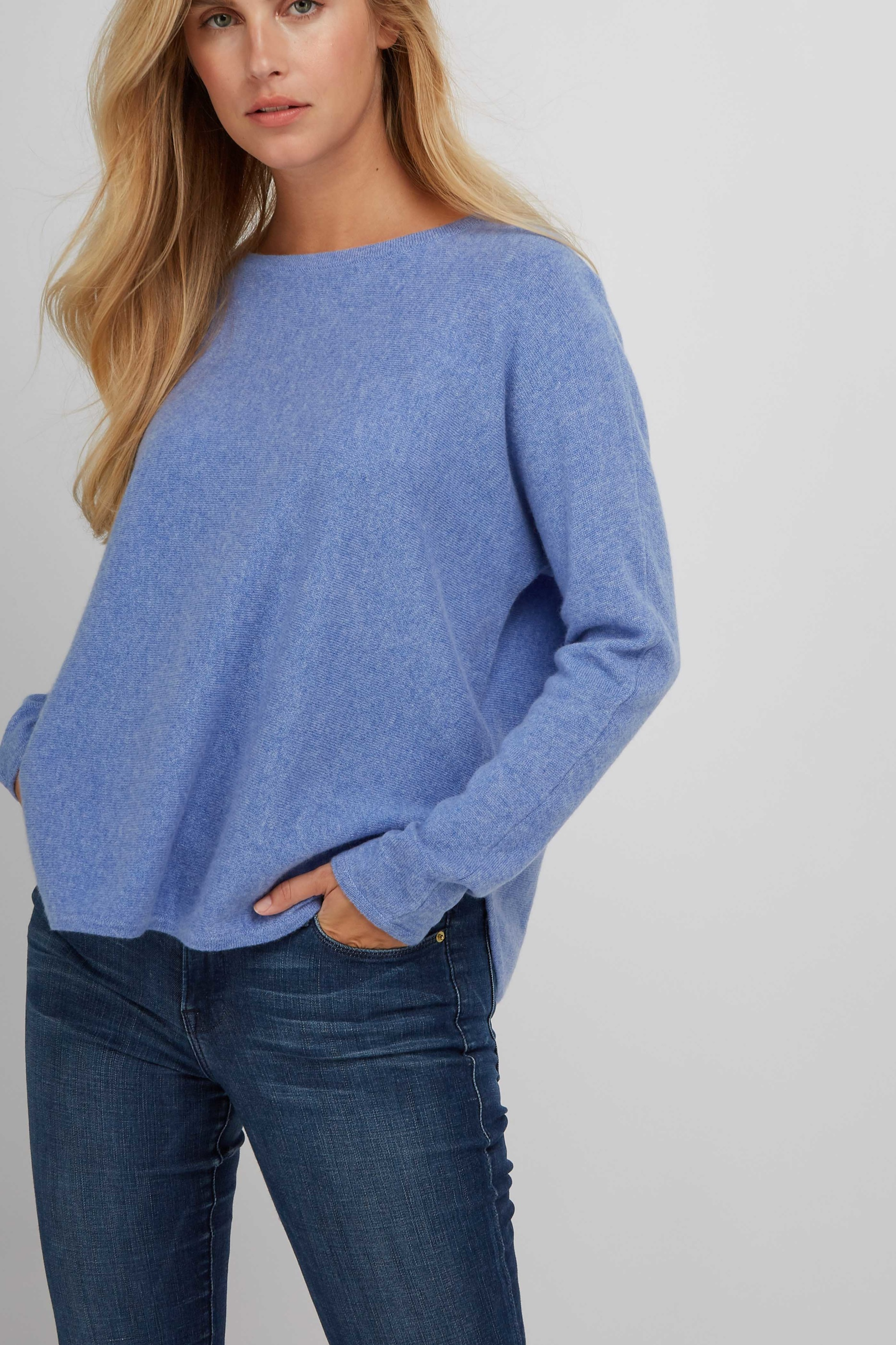 CurvedSweater_SkyBlue_3