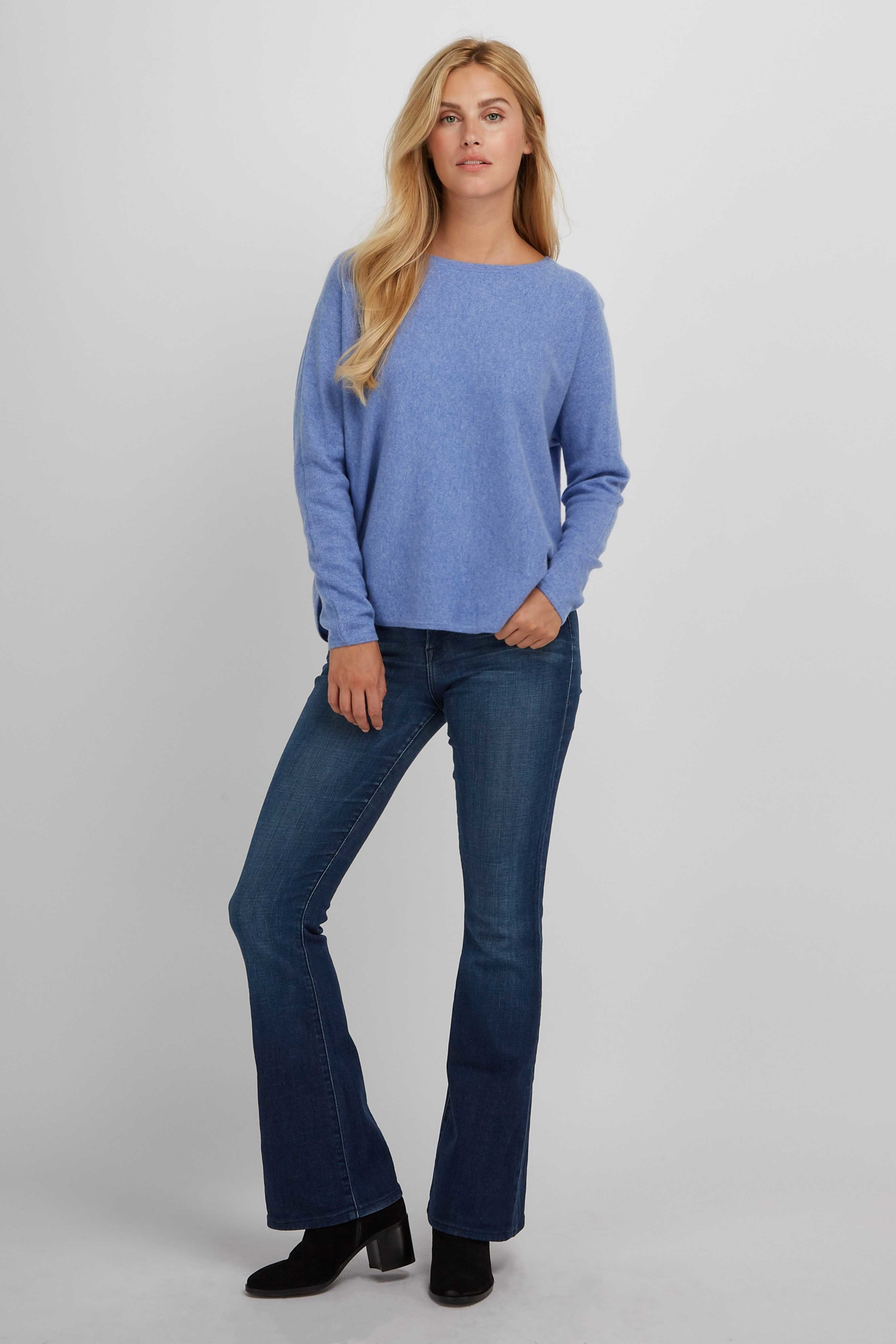 CurvedSweater_SkyBlue_2