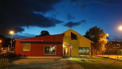 Vårt renoverade och tillbyggda klubbhus som inkluderar Midnattsloppets kansli.
