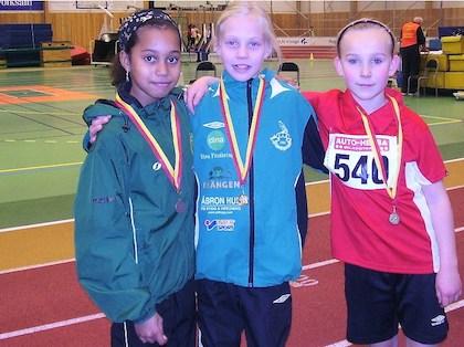 Siri Lindvall och Stina Gustavsson med medaljer