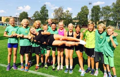 Elin hyllad som ledare på Friidrottsskolan av en grupp!