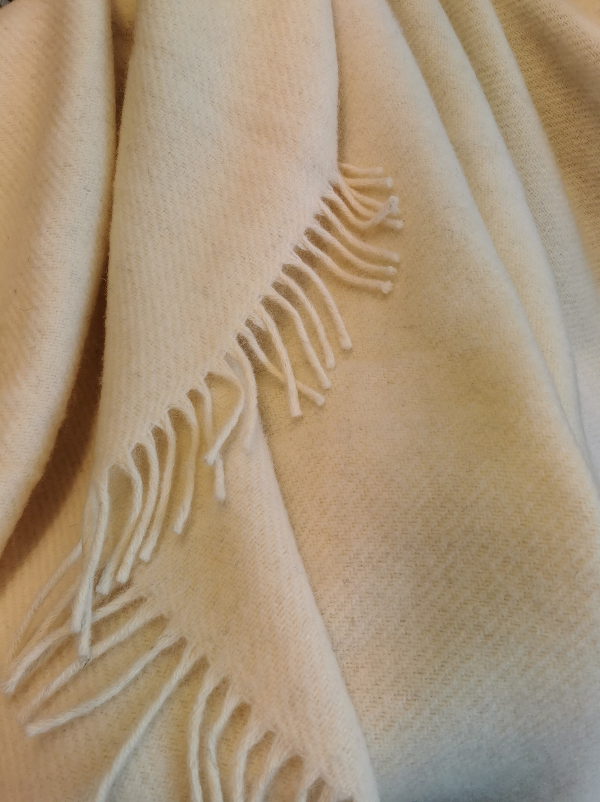 Pläd Gotland natural white, woven wool throw Klippan i Skattkistan