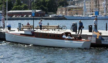 Motorkryssaren m/y Independance, byggdes 1911 på Hästholmens varv åt direktören Knut Heinecke. Hon var 14 meter lång och konstruktör var CG Petterson.