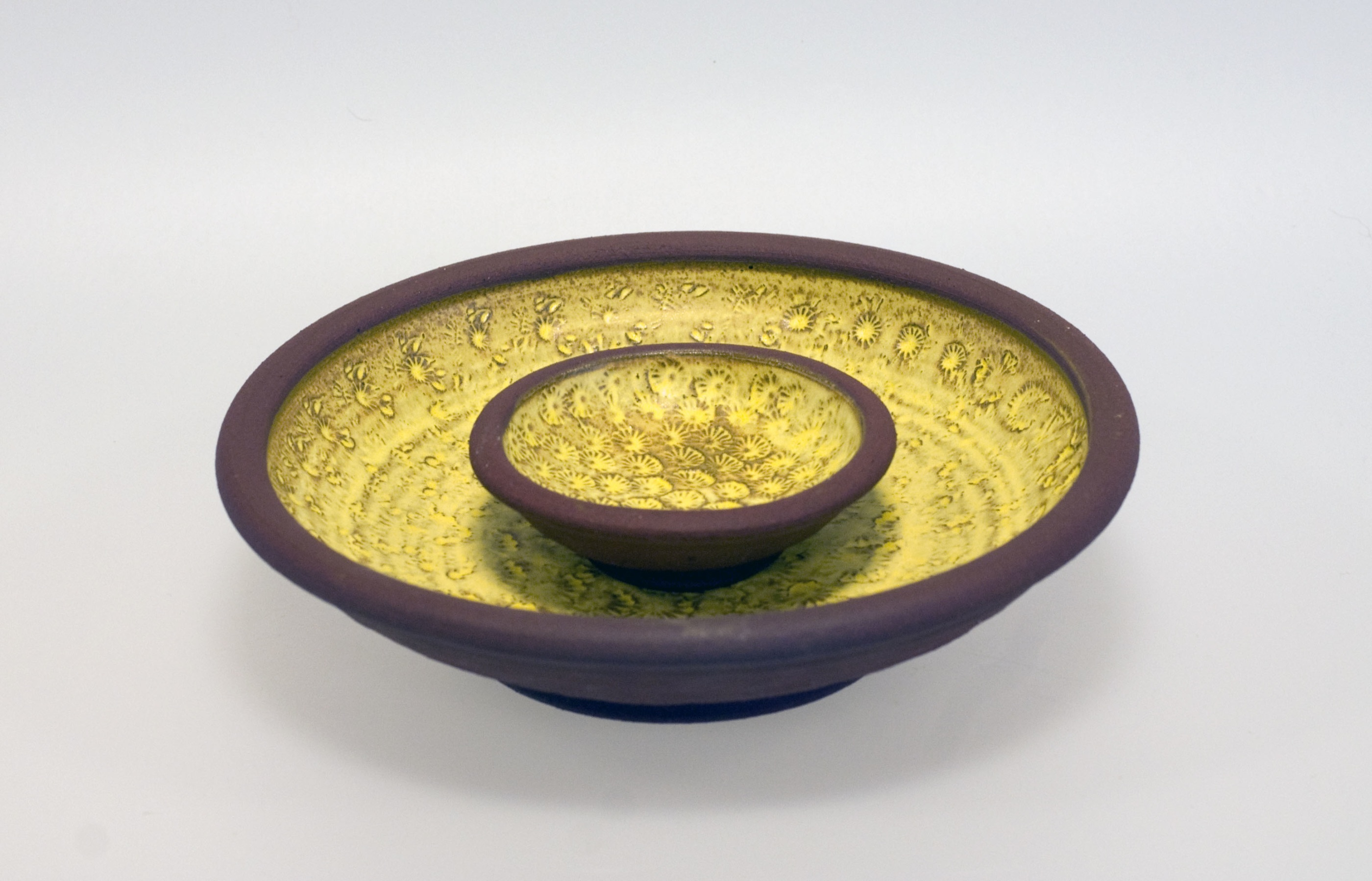 Handdrejad gul skål