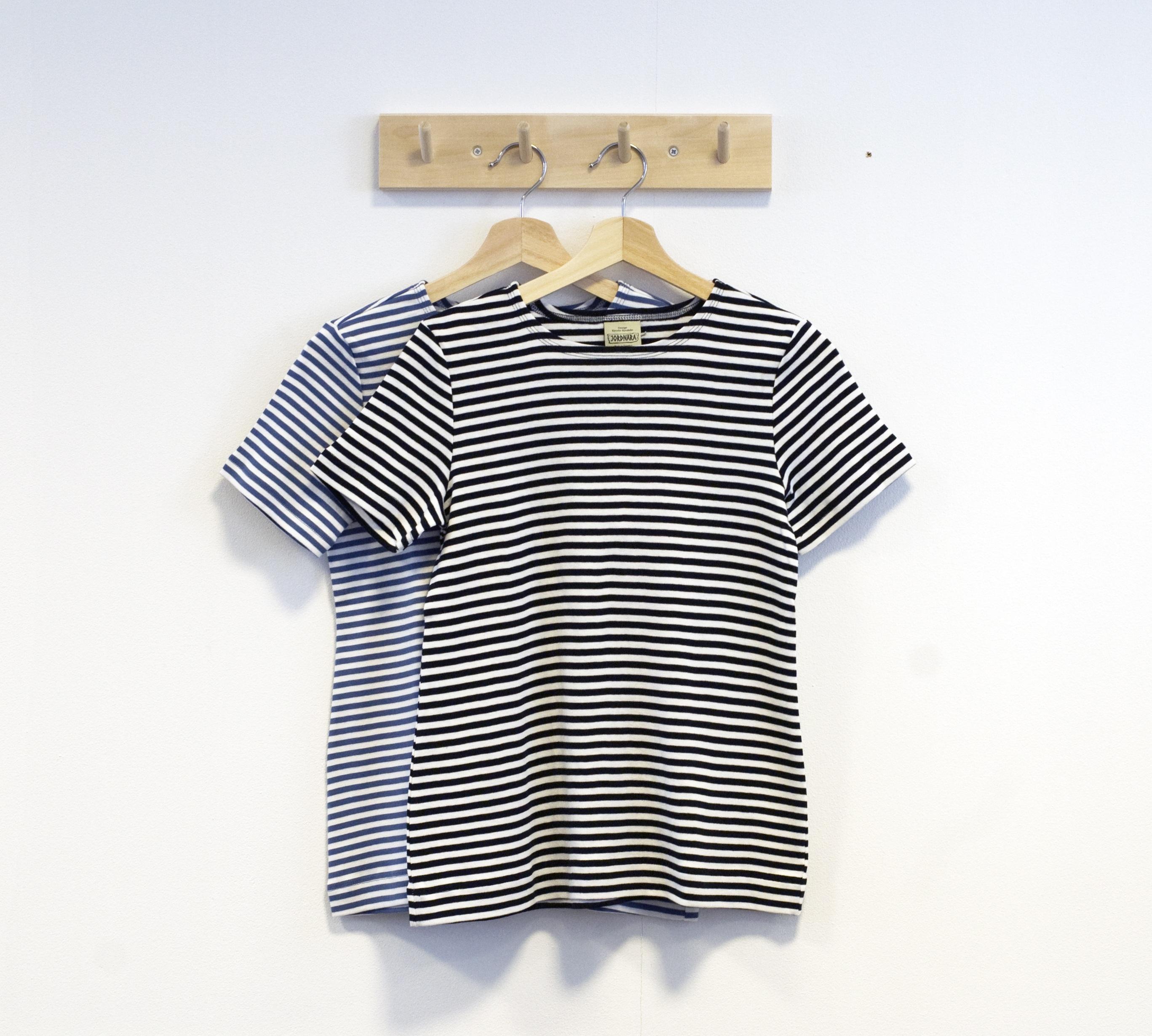 svart vit blå vti tshirt