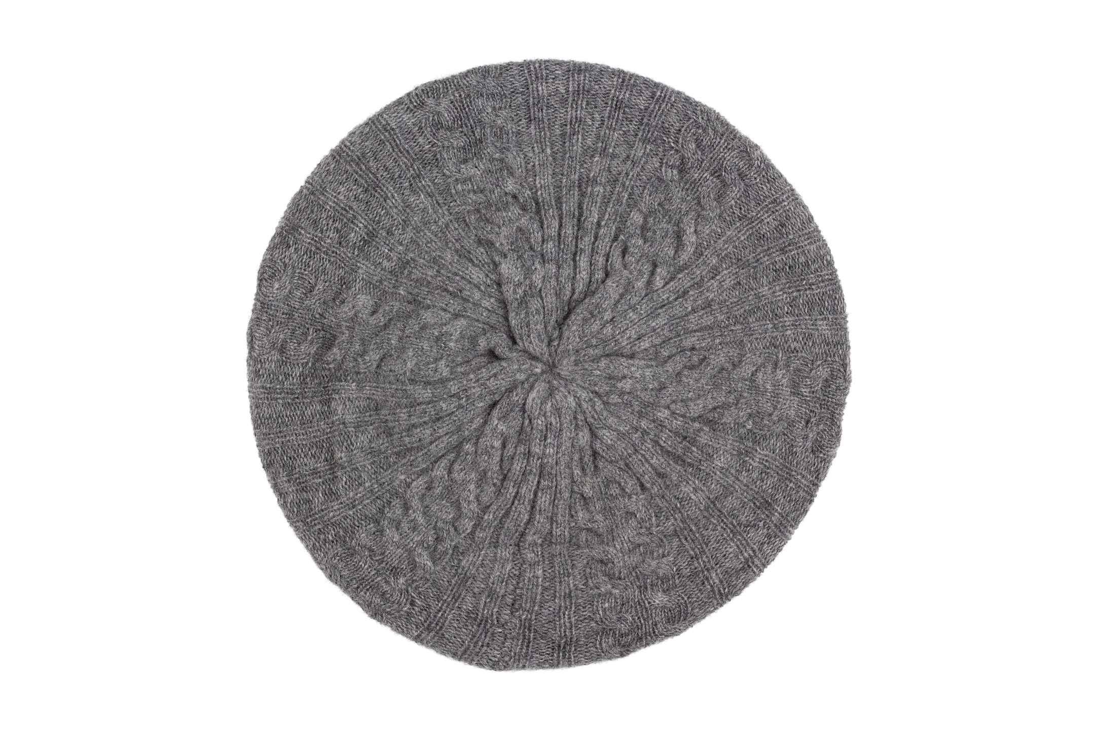 Ylva basker grå