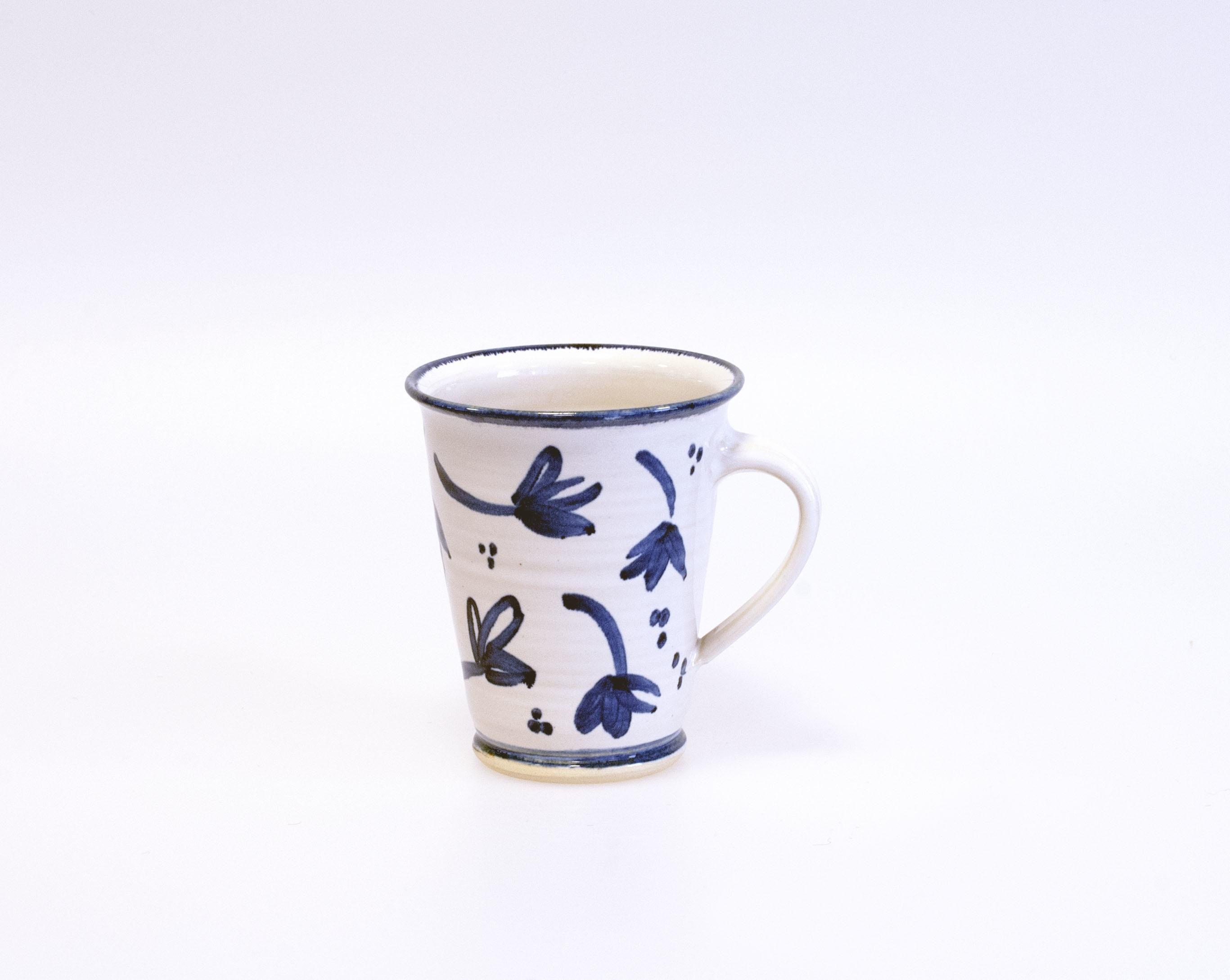 Blå blomma mugg