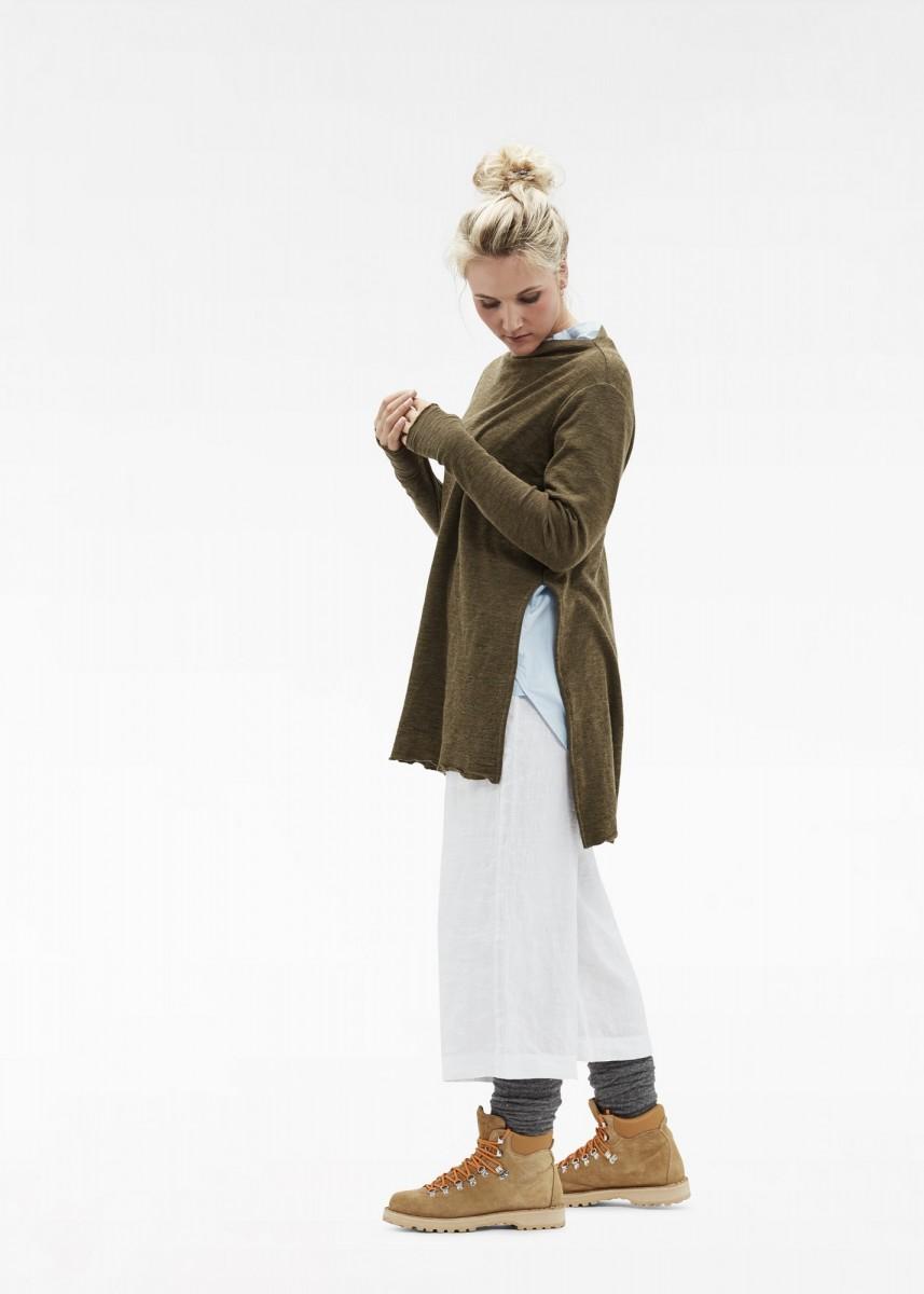 OWN-bybasics-merinowool-shirt-6040-col.capers-linen-pants-12002-col.white-poplin-shirt-13004-col.lightblue