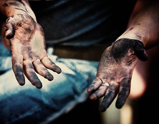 skitiga händer tvättas rena med HR Orange