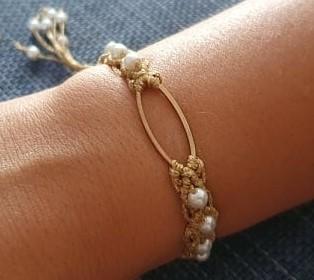 Βραχιόλι χρυσό χρωμά μέταλο και πέρλες- Bracelet gold colored and pearls - Μπέζ κροσέ με άσπρη πέρλα - Beige crocheted with white pearl