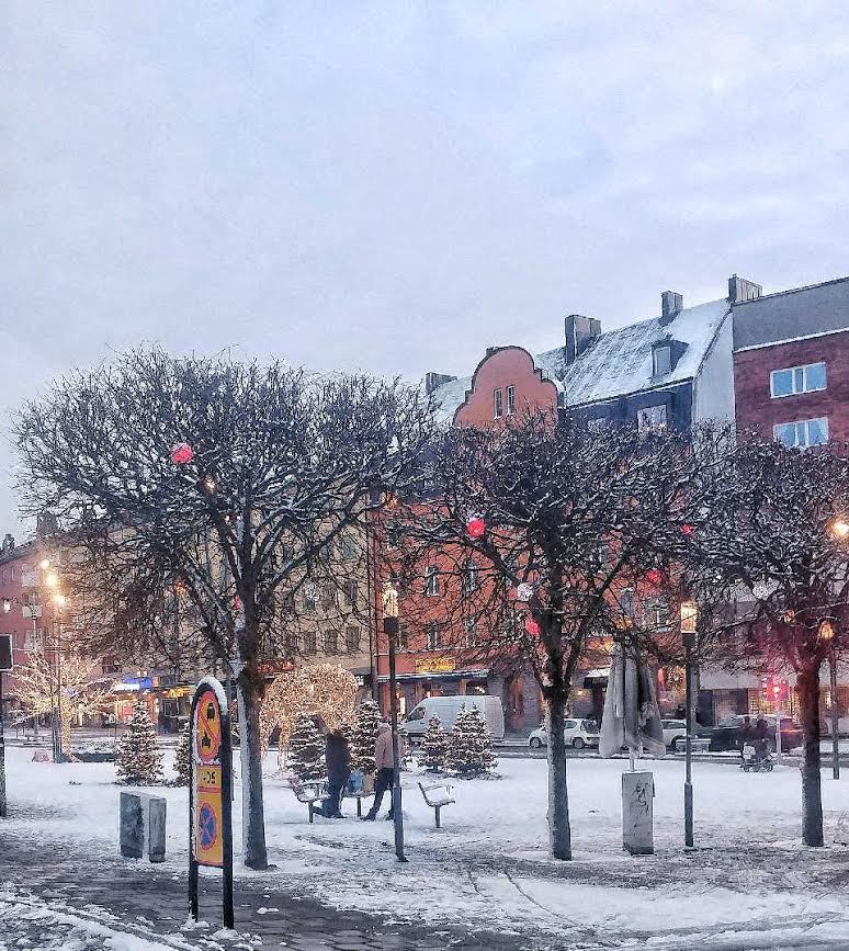 Torget med Landsvägen 25/12. Bild: ac