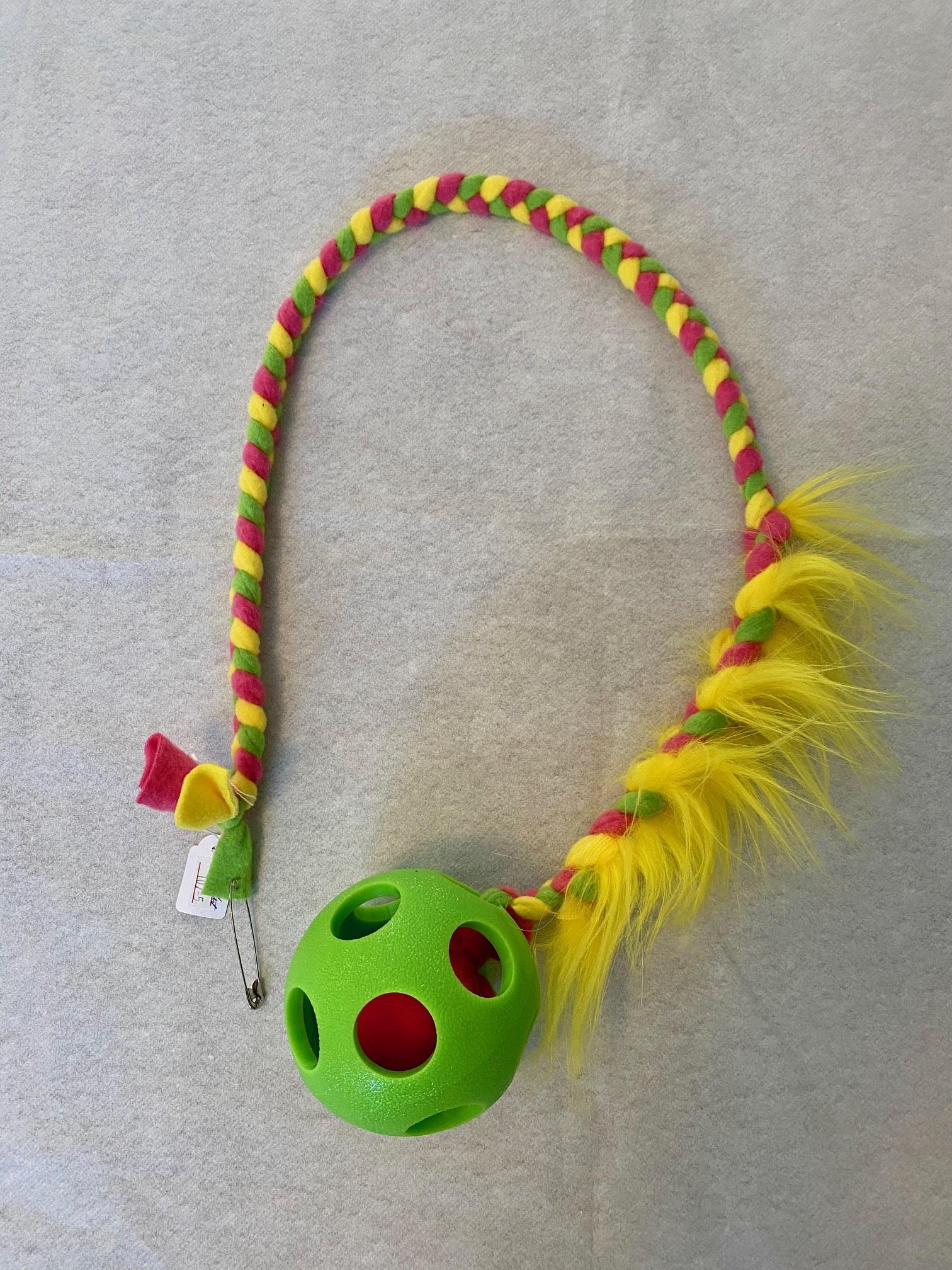 Grön boll lång med inflätad fuskpäls