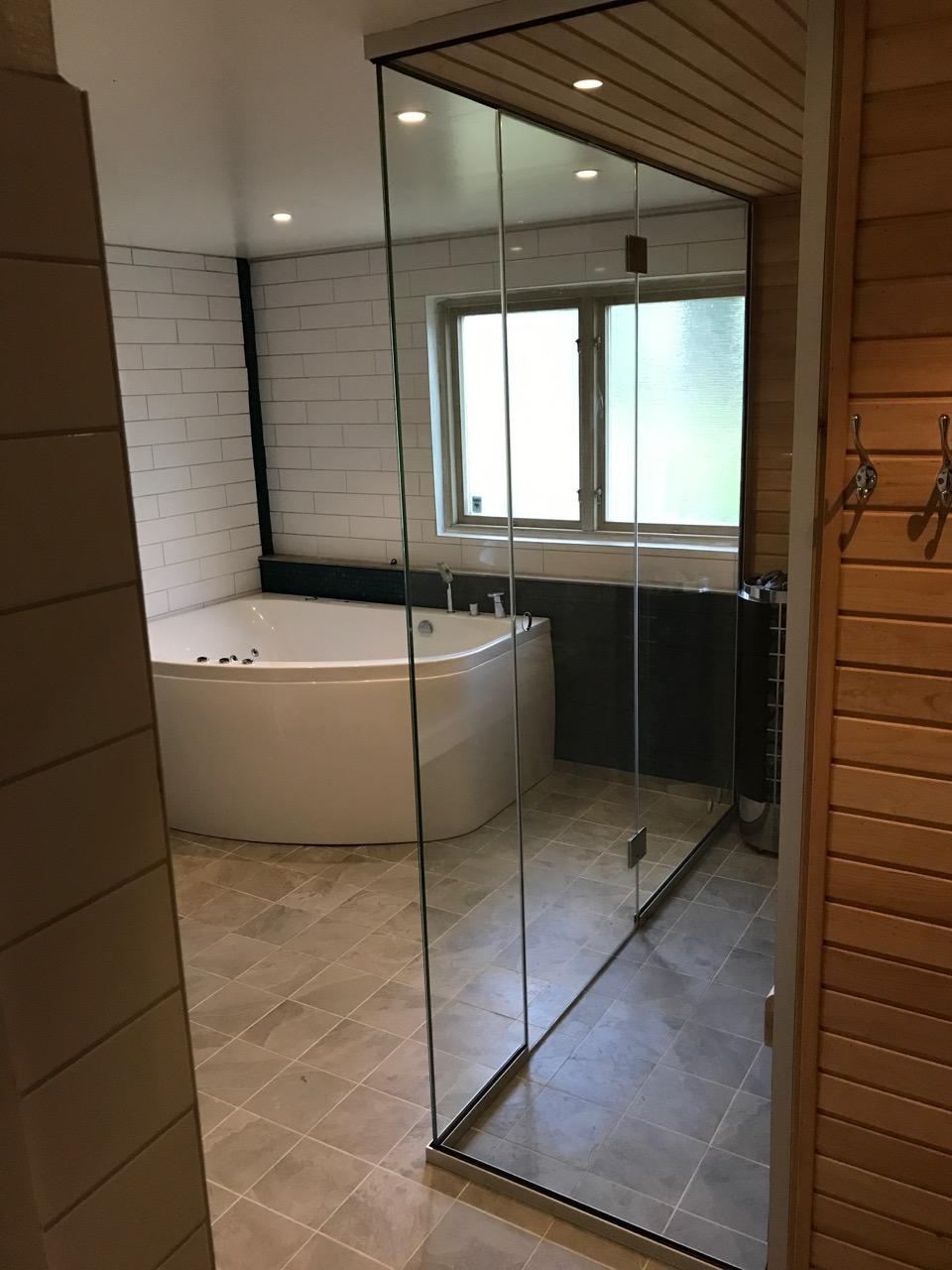 Badrum kostnad renovera badrum 10 kvm : Glasvägg - Pris 590 kr/kvm. Glasvägg till bastu, kontor, dusch.