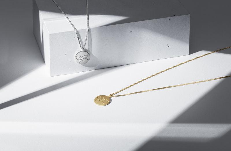 Varför inte ge bort ett halsband i present eller till Alla hjärtans dag och  samtidigt stödja