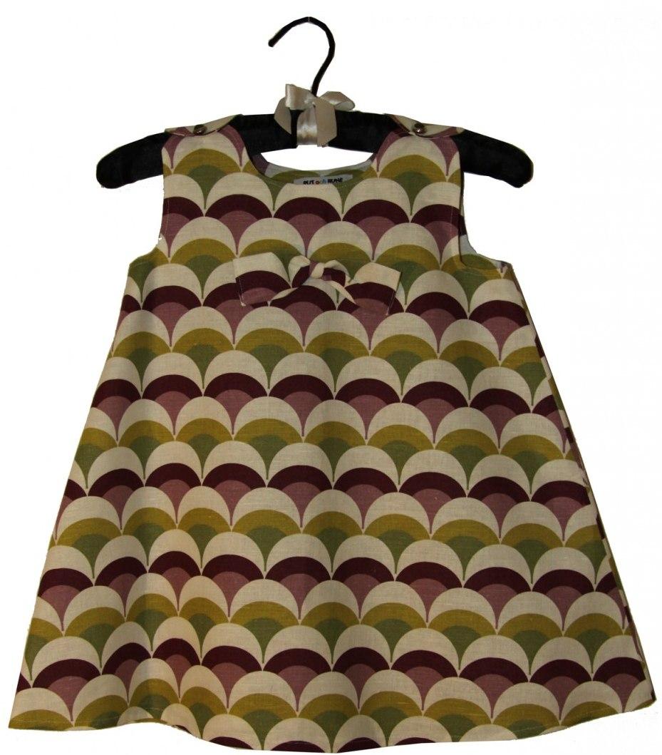 Vad roligt att skapa när man har nya tyger att jobba med. Denna klänning är  sydd i ett tyg från Spira visst känns den vårfin  d9ef5aa30d8c6