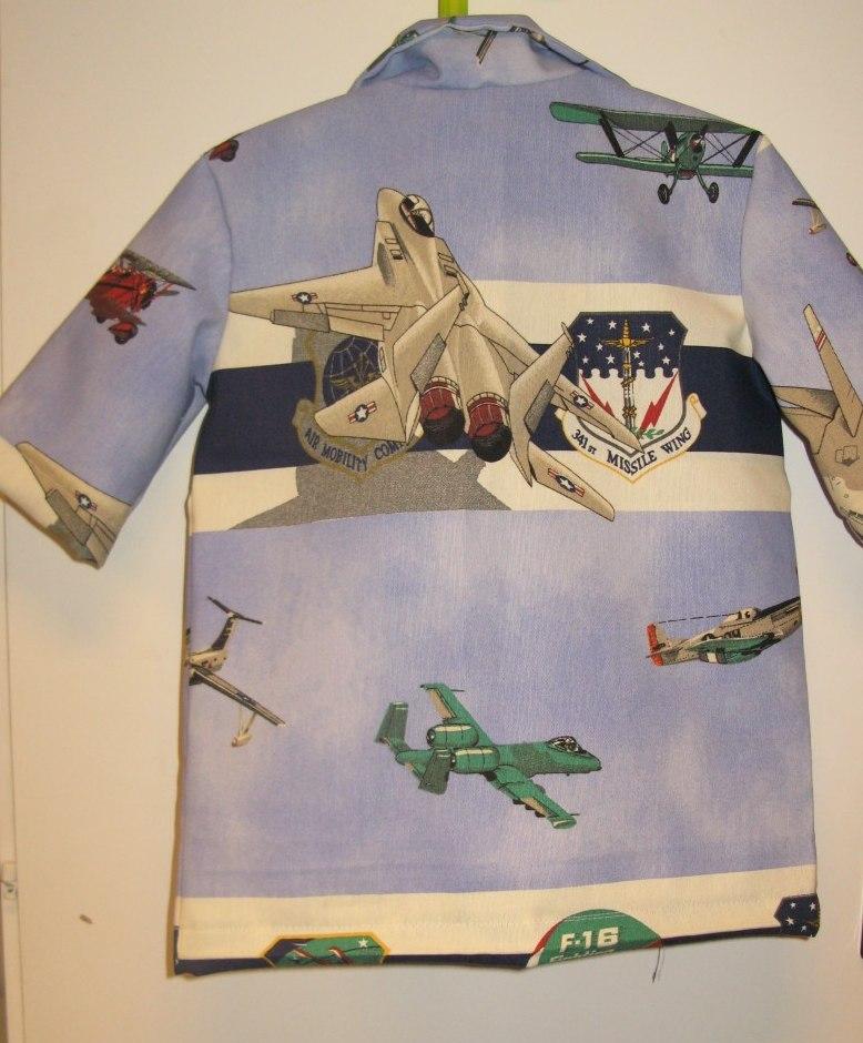 Tuffa skjortor till tuffa killar. Flygplan är de flesta intresserade av så  tanken är att det ska komma flera skjortor som denna. ff55f03f958bf