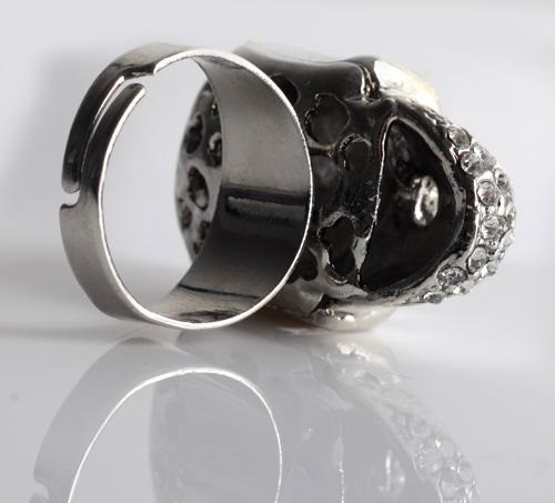 2014 European and American hot sale fashion punk diamond encrusted Skull Ring (1)