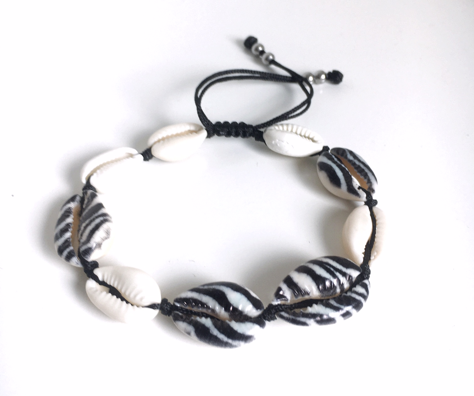 Snäckarmband med färg_zebra